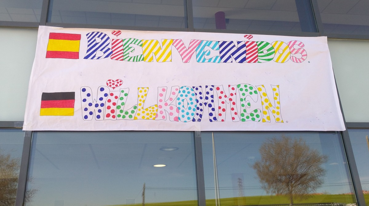 Plakat bienvenidos willkommen an Fenster
